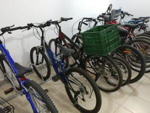 מתקן אופניים רצפתי לחדר דיירים בבניין