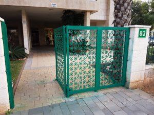 שער ברזל מגולוון כניסה לבית