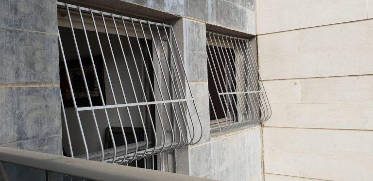 סורגים לחלונות מחיר