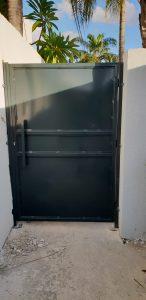 דלת ברזל מגנטית מצב סגור